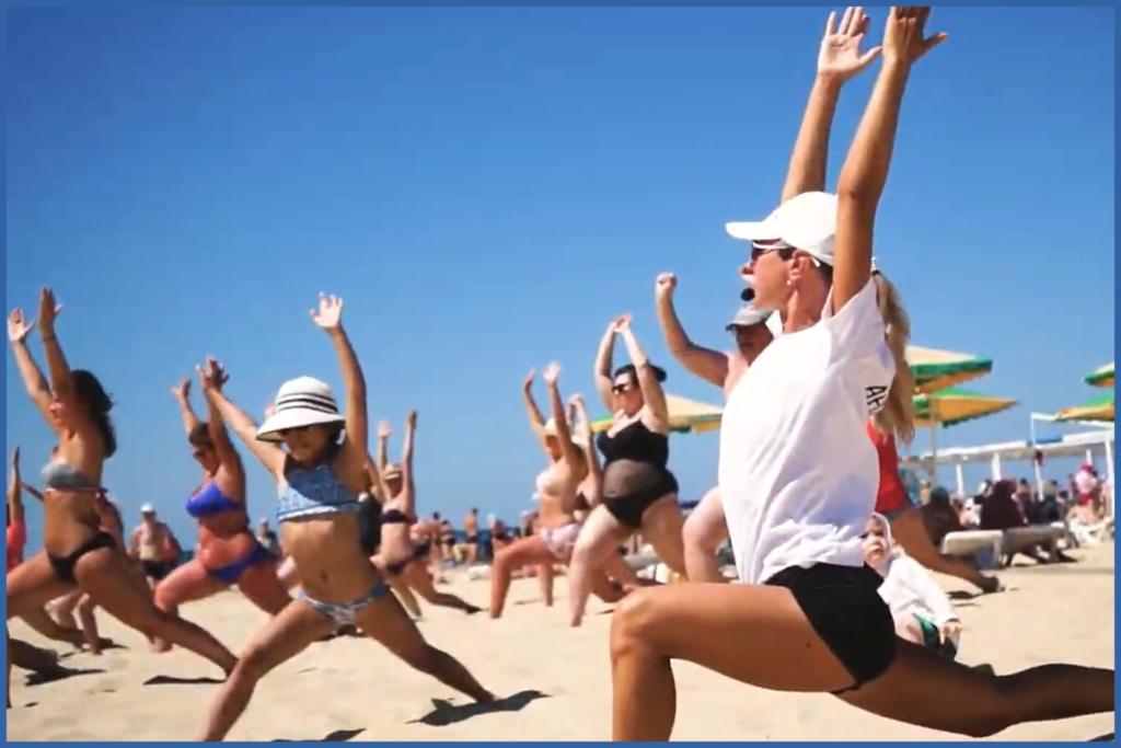 Зарядка на пляже пансионат Соловей